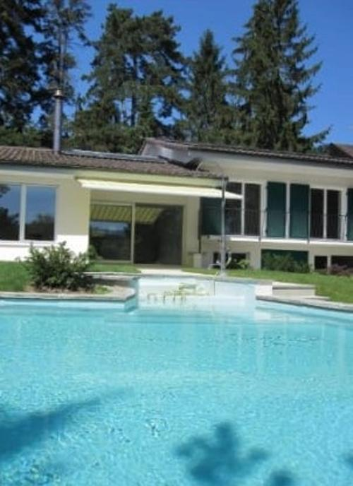"""Exklusive Villa mit Gartenpool nahe ISB"""