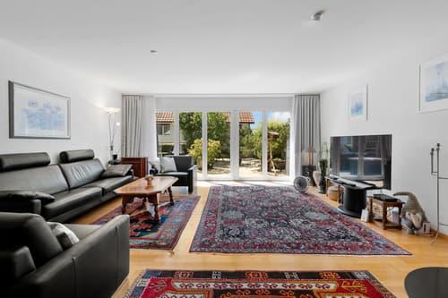 Wohnzimmer Ansicht 1, mit Sicht auf Sonnenterrasse