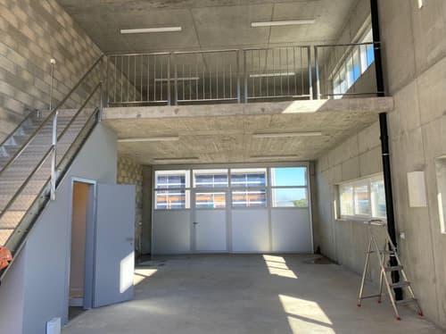 Atelier-Dépôt neuf de plain pied d'une surface de 81m2 avec une mezzanine de 40m2