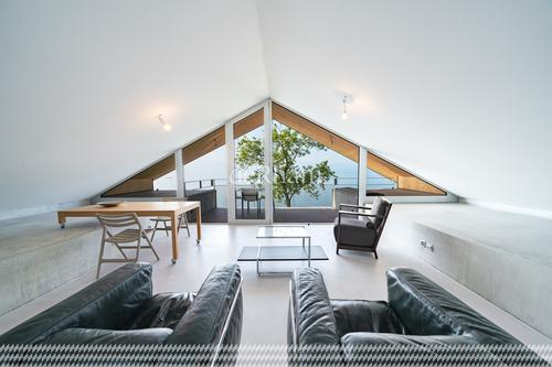 NEUF - Luxueux Loft meublé avec terrasse en première ligne du Lac