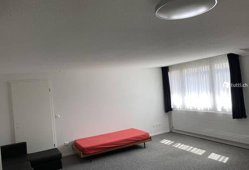 WG Zimmer in Gewerbehaus mit Parkplatz