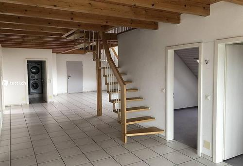 Sonnige 4.5-Zimmer Dachwohnung nähe RBS-Bahnhof