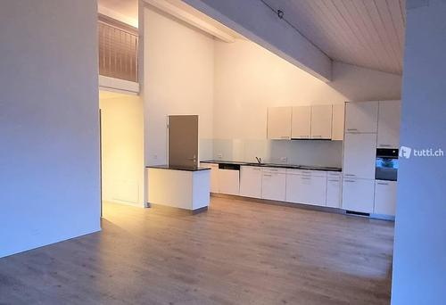 Helle 3.5 Zimmer-Dachwohnung ab sofort verfügbar