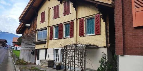einfaches älteres Haus