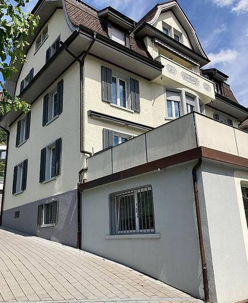Helle Altbauwohnung  / Luminous apartment