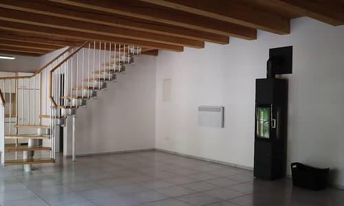 100 m2 Maisonette-Loftwohnung zu vermieten mit Pferdestall