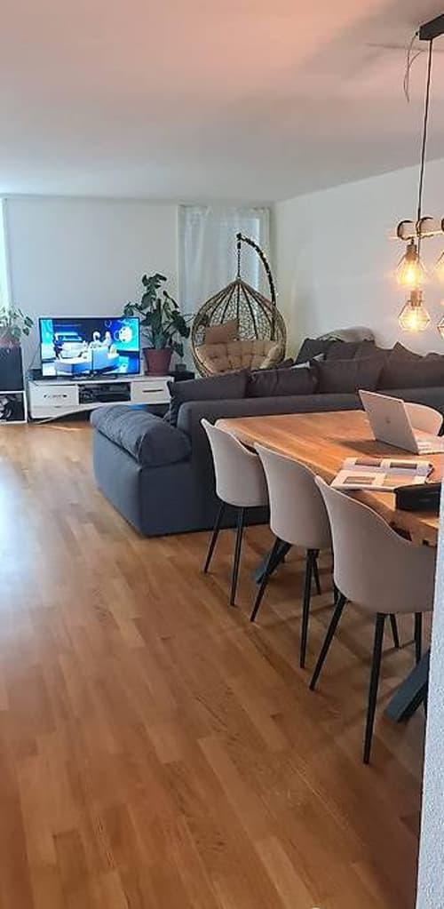 Zimmer in grosser, heller Wohnung nahe von Bern