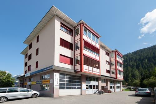 Aussenansicht des modernen Wohn- und Geschäftshauses an der Mattastrasse 9
