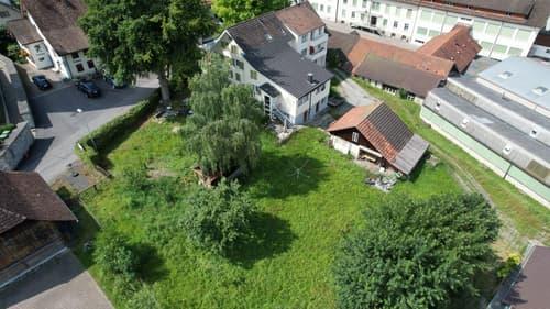 Mehrfamilienhaus mit grossem Bauland