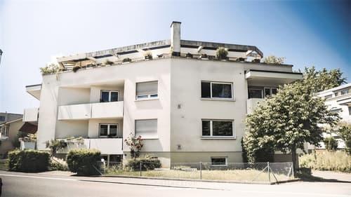 GROSSE EIGENTUMSWOHNUNG 136 m2 , ZENTRAL UND ZU EINEM FAIREN PREIS