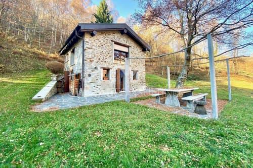 Komplett renoviertes Rustico mitten im Grünen in Lugano-Cimadera zu verkaufen