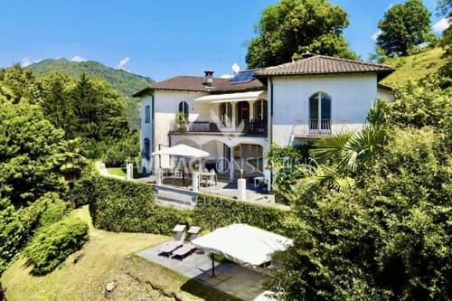 Herrschaftliche Villa mit Hallenbad in Vaglio zu verkaufen