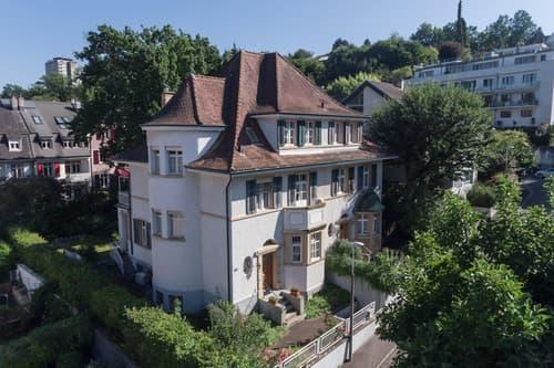 Doppelhaushälfte mit grossem Garten und Einstellhallenplatz