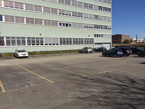 Business Center Studen - Parkplätze