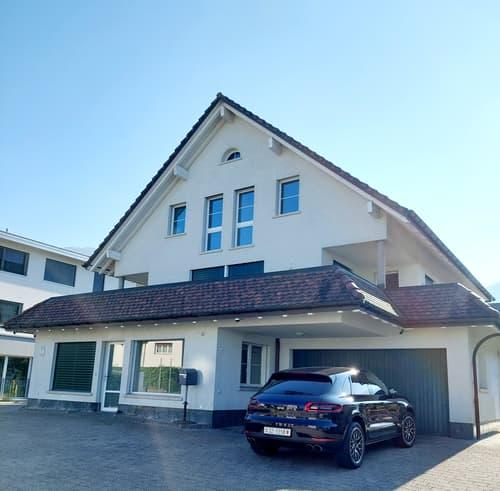 Freistehendes Einfamilienhaus mit sep. Büro/Praxis/Gewerbeteil