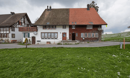 Hausteil rechts mit Holzfassade