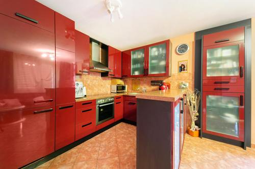 Offene Küche mit direktem Zugang zum Balkon