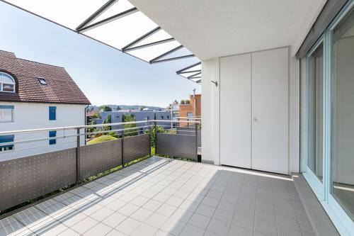 Balkon mit praktischem Wandschrank