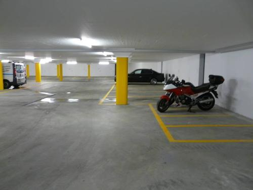 Motorradplätze in neuer Tiefgarage