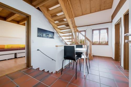 Vollausgerüstetes, möbliertes WG-Zimmer mit Balkon / TV / Internet (Zimmer 5)