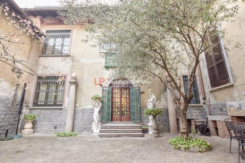 NEU: Freistehende & Historische Wohnung in Corso Cavour ARONA