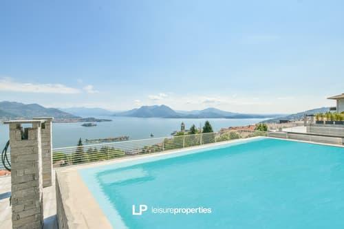NEU: Duplex Attika mit Seesicht, privatem Pool und Aufzug in STRESA zu verkaufen