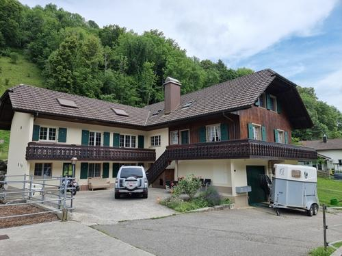 Mehrfamilienhaus mit Pferderanch
