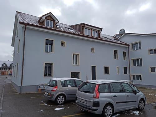 Preiswerte, neu renovierte 2.5 Zimmerwohnung