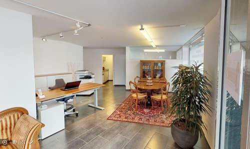 Helle und moderne Büroräume