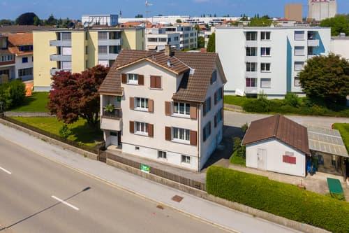 Wohnhaus mit drei Wohnungen als Kapitalanlage