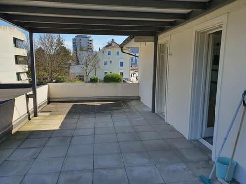 Zentral gelegene 4 Zimmer - Büro/ Wohnung in Muttenz mit grosser Terrasse