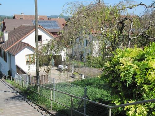2-Familienhaus mit vielen Nebenräumlichkeiten und Umschwung