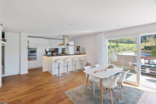 Moderne 4.5 Zimmer Wohnung mit toller Weitsicht in Busswil BE