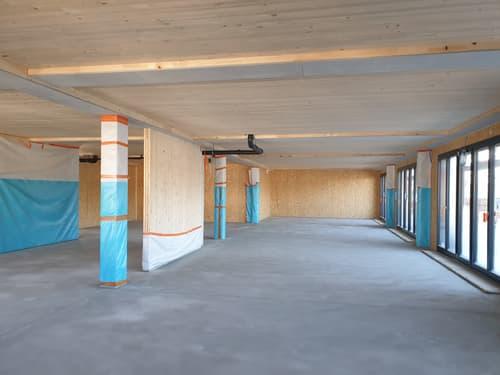 258 m2 Büro-, Ausstellungs-, oder Gewerberaum teilausgebaut bei Autobahnausfahrt Rothenburg LU