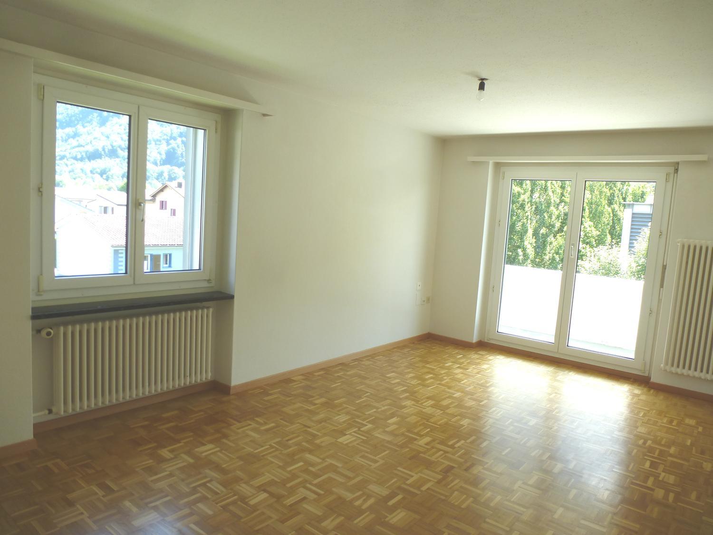 Helle Wohnung mit Balkon an ruhiger Lage