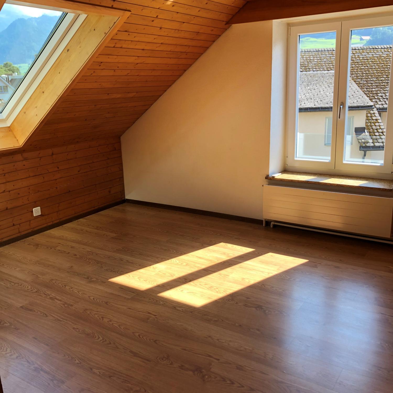 Gemütliche Dachwohnung zu vermieten