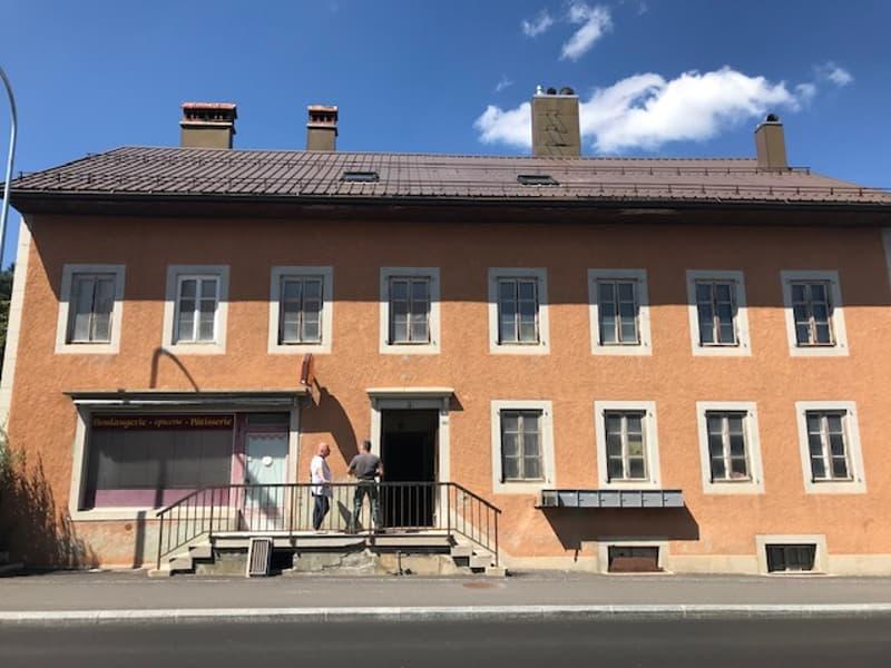 Immeuble à usage mixte avec commerce et appartements (2)