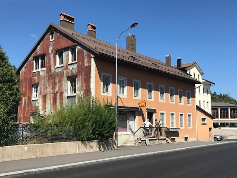 Immeuble à usage mixte avec commerce et appartements (1)