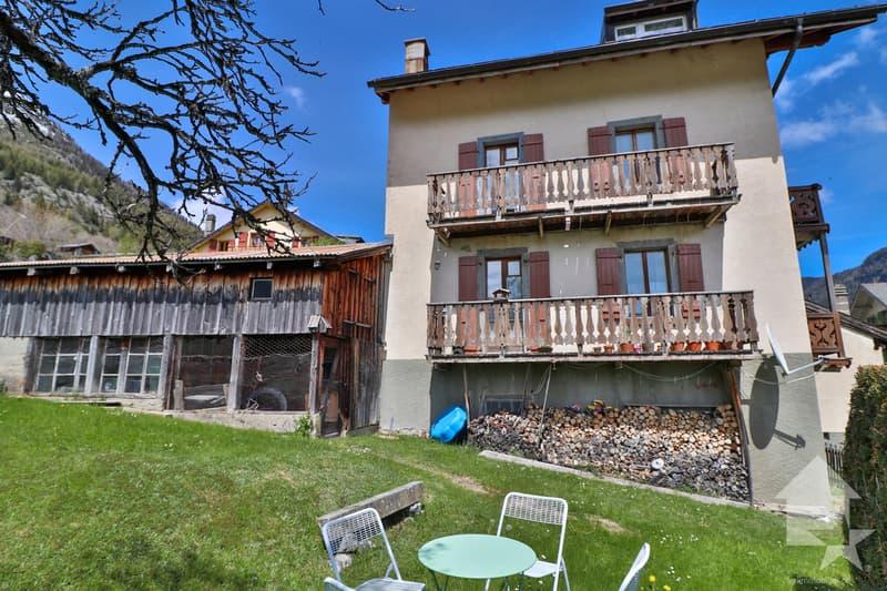 Maison de 3 appartements  avec  vue dégagée à Finhaut (2)