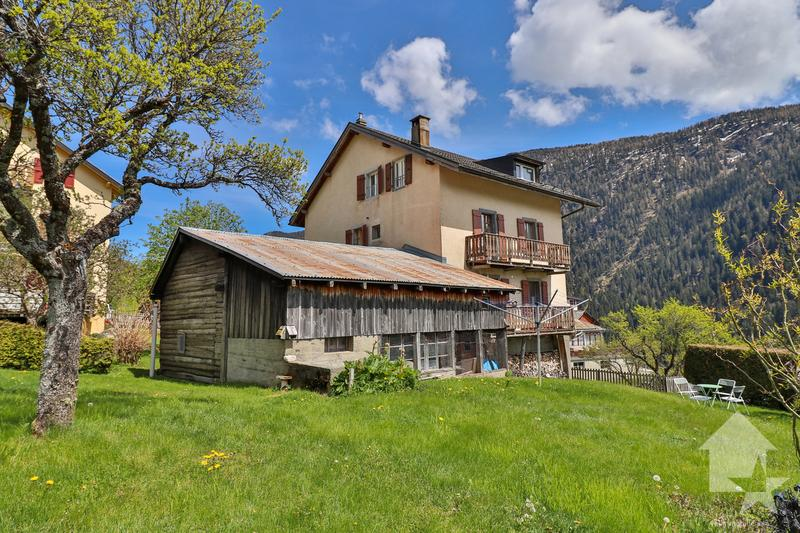 Maison de 3 appartements  avec  vue dégagée à Finhaut (1)