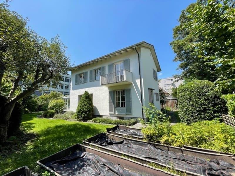 6-Zimmer-Einfamilienhaus mit Wintergarten an sehr zentraler Lage! (2)