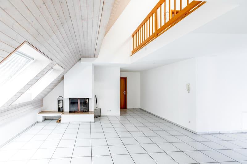 Helle 3.5-Zimmer-Dachmaisonette-Wohnung mit Cheminée und viel Charme (1)