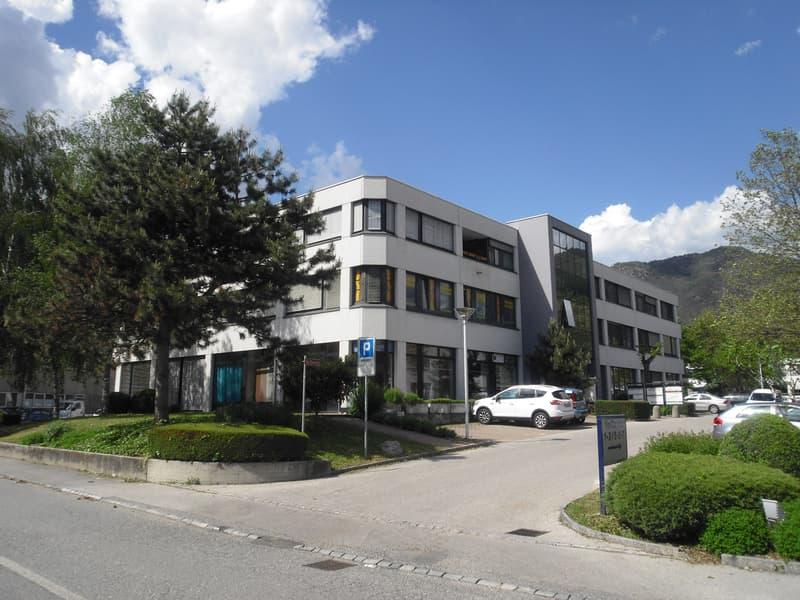 Centro Carvina A Taverne - Affittasi superficie in area ben servita dalla rete autostradale. (1)