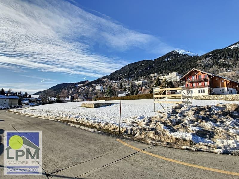 6 terrains d'environ 1'126m2 à vendre dans le bas du village. (1)