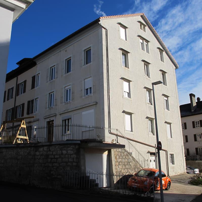 Bel immeuble bien situé dans le village, pour investisseurs (1)
