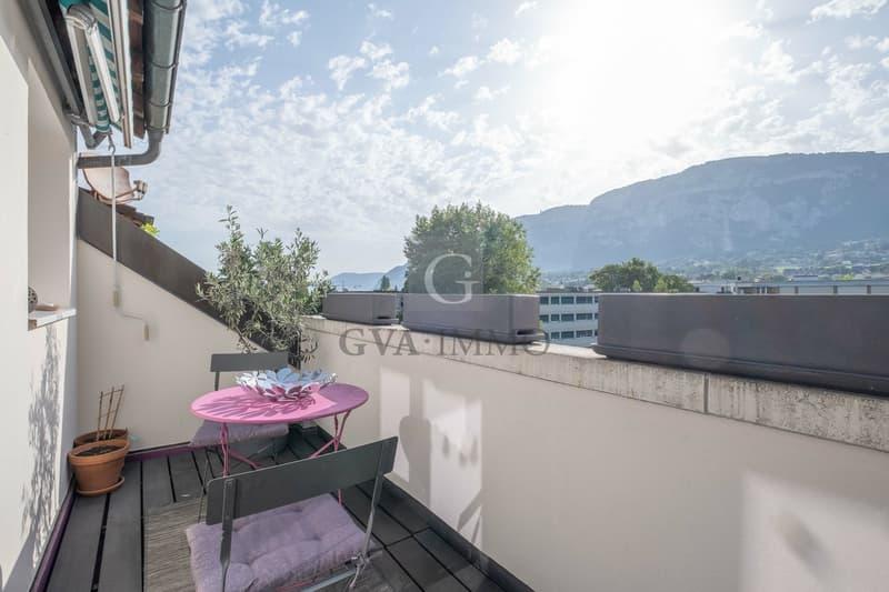 Superbe attique traversant avec balcon et vue dégagée (1)
