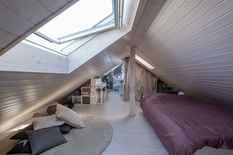Superbe attique traversant avec balcon et vue dégagée (9)