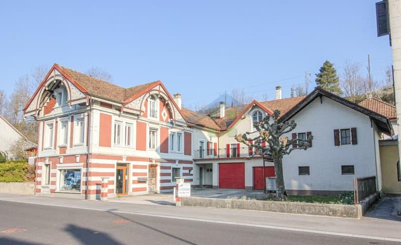 Vue d'ensemble de la propriété et ses annexes