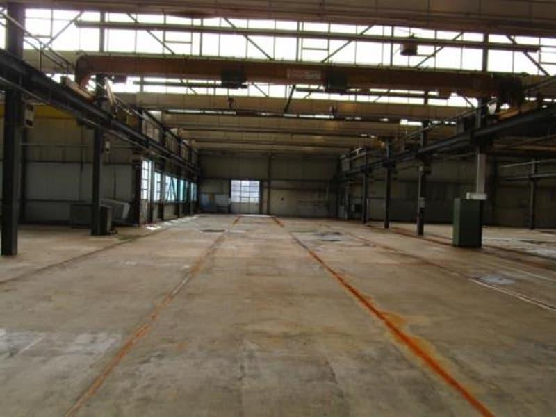 Halle industrielle avec bureaux administratifs et terrain constructible (4)