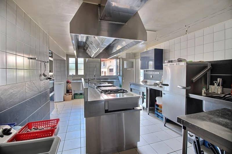 Un superbe  bâtiment  -  local commercial + appartement + chambres - disponible combles ! OUVERT A TOUTE PROPROSITION (2)